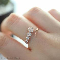 Black Diamond Engagement Ring Set Princess Cut Bridal Set White And Rose Gold Flower Rings - Fine Jewelry Ideas Gold Rings Jewelry, Cute Jewelry, Silver Bracelets, Sterling Silver Jewelry, Diamond Jewelry, Silver Ring, Thread Bangles, Gold Jewellery, Temple Jewellery