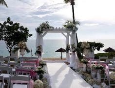 Wedding arch wedding pink flowers weddind beach  Arche en fleurs mariage Autant des fleurs St Martin. Orchidees et roses