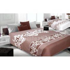 Hnedý obojstranný prehoz na posteľ s bielymi motívmi