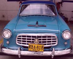 Nash Rambler Custom 1954. Cuatro puertas color azul. Está en buen estado. Todo es original.  http://www.arcar.org/nash-rambler-custom-1954-46302