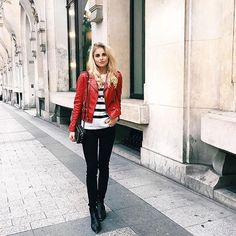 When in Paris you wear the Bombshell Skinny in Noir ❤️ • #parkersmith #theperfectfit #ootd #bombshell #noir #paris #cityoflove #bloggerstyle #highwaistedjeans #fblogger #instafashion #humpday