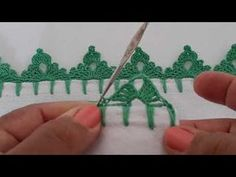 Bico de crochê pinheirinho bem facil para iniciantes - YouTube Crochet Border Patterns, Crochet Lace Edging, Crochet Doilies, Knitting Patterns, Crochet Hats For Boys, Crochet Elephant, Crochet Shirt, Craft Free, Origami Easy