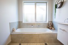 Simple yet stylish built in bath. Built In Bathtub, Old Bathtub, Bathtub Sizes, Jacuzzi Bathtub, Bathroom Remodel Cost, Bathtub Remodel, Bathtubs For Small Bathrooms, Rustic Bathrooms, Big Tub