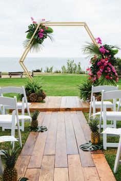 Beautiful tropical wedding design for an outdoor wedding. Perfect for a destination wedding or a couple that just loves the tropical wedding designs. Wedding Ceremony Ideas, Wedding Reception Backdrop, Ceremony Backdrop, Wedding Trends, Wedding Designs, Wedding Arches, Diy Backdrop, Wedding Receptions, Wedding Backdrops