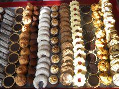 Vánoční cukroví 1kg Cukroví pečeme tradičně výhradně z kvalitních surovin,jako je máslo, pravá vanilka, pravá čokoláda,vejce venkovního chovu atd.  Máslové linecké hvězdičky s rybízovou zavařeninou Vanilkové rohlíčky Ořechové dortíčky s krémem z bílé čokolády a vlašskými ořechy Cookies s lískovými ořechy a hořkou čokoládou Vídeňské kakaové ...