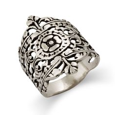 Gorgeously intricate & unique, the Moroccan Filigree Design Silver Ring showcases a center flower design & filigree detailing around it. Includes gift box.