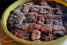 La Linzer Torte è un dolce tipo crostata, ma con nocciole tritate (ma anche noci o mandorle) nell'impasto