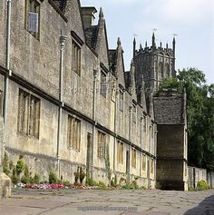 ALMSHOUSES, Chipping Campden, Cotswolds, Gloucestershire. Exterior view of the 17th century almshouses, UK