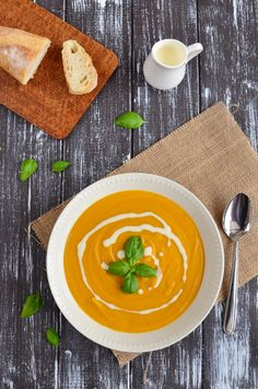 Delicious pumpkin soup is such an easy, quick and healthy dinner that will heal your body with warmth, but also your soul with its sunny color! Baking Recipes, Healthy Recipes, Healthy Food, Pumpkin Soup, Thai Red Curry, Simple, Food And Drink, Vegetarian, Dinner