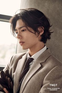 Branded apparel TNGT bombarded us recently with a compilation of their newest F/W 2018 collection with their still-standing model, Park Bo Gum. Park Bo Gum Wallpaper, Park Bogum, Handsome Korean Actors, Kdrama Actors, Grunge Hair, Boy Hairstyles, Korean Celebrities, Asian Actors, Mannequins