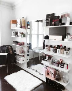24 ideas bedroom design simple quartos for 2019 Cute Room Decor, Room Decor Bedroom, Mirror Bedroom, Wall Decor, Bedroom Inspo, Small Room Design Bedroom, Ikea Mirror, Small Room Decor, Bedroom Desk