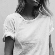 Casual white t-shirt Looks Street Style, Looks Style, Blusas T Shirts, Normcore, Fashion Beauty, Womens Fashion, Style Fashion, Girl Fashion, 90s Fashion