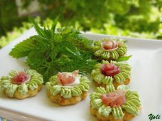 Delicious with Jolien: Potato crackers Finger Food Appetizers, Finger Foods, Appetizer Recipes, Food Garnishes, Creative Food, Mini Cupcakes, Crackers, Food Art, Tapas