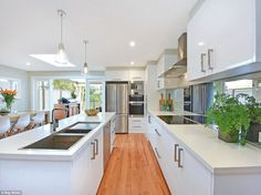 Craig Archer and wife Sarah's Sydney house renovations made them millionaires Old Kitchen, Open Plan Kitchen, Corner Kitchen Layout, Weatherboard House, Front Verandah, Extra Bedroom, Shaker Cabinets, Timber Flooring, Story House