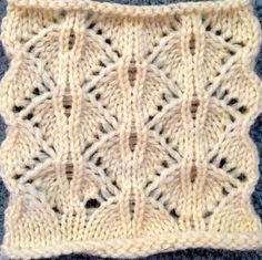 Pretty wavy chevron style knitting stitch