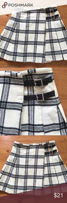 Banana Republic Plaid Black White Kilt Skirt Excellent condition banana republic size 6 kilt inspired skirt leather buckle strap silver hardware on the side with clasp closure fully lined 17 1/2 inches long 15 inch waist flat measurements no stains no tears no rips non-smoking home super soft and cute💕 Banana Republic Skirts A-Line or Full