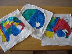 ARGE Kleinschulen in Vorarlberg: > Textiles Werken Textiles, Napkins, Tableware, Crochet Fish, Elementary Schools, Printing, Art, Dinnerware, Towels
