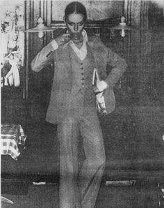 JEAN RAYMOND les années 60 Créations les frères Raymond et Lucien Langman : année 60 Costume au féminin 3 pièces Pantalon patte d'éléphant. les créateurs de la mini-jupe