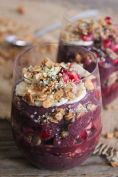 Acai power parfait- smoothie with granola, acai and hemp seeds for added energy and protein. Awesome for pregnancy and breastfeeding diet. Healthy Treats, Healthy Desserts, Healthy Drinks, Paleo Dessert, Parfait Recipes, Smoothie Recipes, Healthy Breakfast Recipes, Healthy Recipes, Healthy Foods