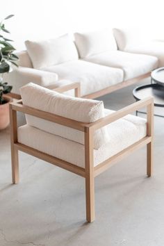 38 Best Wooden Furniture Design Ideas To Decorate Your Home - If you're looking for new furniture for your home, then you're probably considering wooden furniture, such as dining sets, beds, and wardrobes. Woodworking Furniture Plans, Plywood Furniture, Furniture Projects, Furniture Makeover, Furniture Decor, Modern Furniture, Furniture Design, Diy Woodworking, Rustic Furniture
