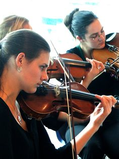 Looking for the best colleges in the US that offer violin performance training? Check out this article now to find out which schools offer the very best programs.