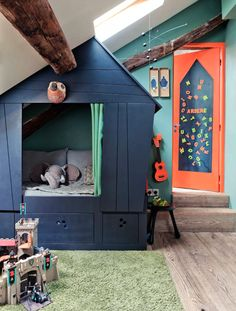 Boy room decor guide: Ensure that any workplace functional when you design a workplace. It is vital to obtain good lighting and comfortable furniture inside a work space. Indoor Playhouse, Playhouse Bed, Modern Playhouse, Cozy Nook, Bed Nook, House Beds, Cabin Beds, Awesome Bedrooms, Shared Bedrooms