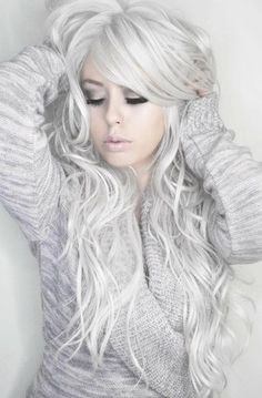 I LONG FOR THAT HAIR COLOR When silver hair is done right, it is fantastic. As in this photo. Love the hair, the makeup, the total look. Most Popular Photos Love Hair, Great Hair, Gorgeous Hair, Curls Haircut, Winter Hairstyles, Cool Hairstyles, Scene Hairstyles, Ponytail Hairstyles, Weave Hairstyles