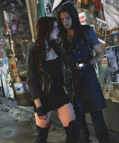 City of bones : the mortal instruments Love, love, LOVE her outfit! Next Halloween costume maybe! Clary Fray, Clary Y Jace, Mortal Instruments Movie, Immortal Instruments, Shadowhunters The Mortal Instruments, Cassandra Jean, Cassandra Clare Books, Clary And Sebastian, Art Amour