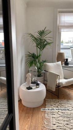 Boho Chic Living Room, Home Living Room, Living Room Designs, Apartment Interior, Ottawa Apartment, Interior Design Inspiration, Home Interior Design, Modern Chic Decor, Dream House Exterior