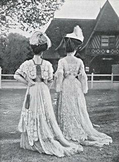 Aux courses (at the races), Deauville, 1906.