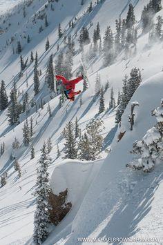 [Upside-down scissors]  ... Extreme insane skiing ... excellent photo