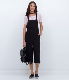 Macacão feminino    Modelo pantacourt    Com bolsos    Marca: Just Be    Tecido: viscose    Composição: 100% viscose    Modelo veste tamanho: P             COLEÇÃO INVERNO 2016         Veja outras opções de    vestidos femininos.