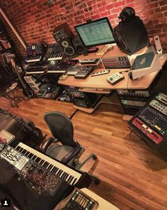 Home Studio Setup, Studio Layout, Studio Desk, Audio Studio, Music Studio Room, Sound Studio, New England Farmhouse, Recording Studio Design, Studio Equipment