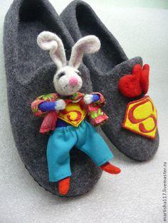 """Обувь ручной работы. тапочки валянные""""С виду он зайченок милый,а на деле-супермен"""". Оксана Тим. Ярмарка Мастеров."""