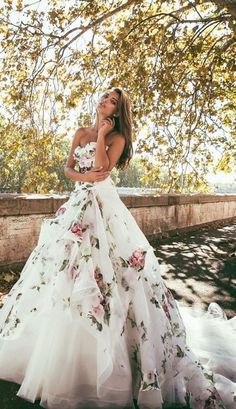 floral print overlay alessandro angelozzi wedding dress, absolutely stunning by I could never pull it off Alessandro Angelozzi Couture 2015 presents Bianca Balti collection, another appealing wedding gown collection Beautiful Gowns, Beautiful Outfits, Gorgeous Dress, Bridal Gowns, Wedding Gowns, Wedding Blue, Trendy Wedding, Wedding Colors, Wedding Bridesmaids