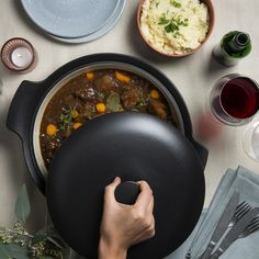 Help! Waarom is mijn stoofvlees taai? - Libelle Lekker Belgian Cuisine, Goulash, Tapas, Sausage, Meat, Food, Instant Pot, Sausages, Meals