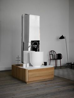 Established in 2004, Inbani specializes in creating innovative bathroom furniture for the international market. While the brand is based in Spain, it taps talent from around the world