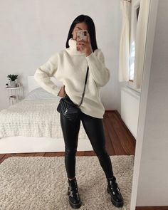 White or brown? 🤍🤎 Write in the comments which one you prefer🤩 Casual Winter Outfits, Winter Fashion Outfits, Girly Outfits, Classy Outfits, Stylish Outfits, Cool Outfits, Winter Ootd, Fashion Tips, Style Fashion