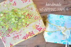 DIY: Holiday Wrapping Paper From Paper Doilies - to wrap your homemade gifts. Diy Wrapping Paper, Creative Gift Wrapping, Wrapping Ideas, Wrapping Gifts, Homemade Gifts, Diy Gifts, Paper Doilies, Painted Jars, Diy Arts And Crafts