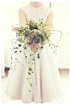 I am DYING over the unique and amazing textures in this bouquet!
