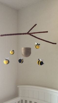 Bunte und spielerische DIY Baby Mobiles Ideen Colorful and playful DIY baby mobile ideas Bumble Bee Nursery, Nursery Decor, Room Decor, Felt Kids, Cool Baby, Crochet Mobile, Diy Décoration, Baby Crafts, Baby Diy Projects