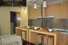 Jual Apartemen Murah Jakarta Timur.  Show case kitchen set Apartemen Sentra Timur Residence type 36 (2 Bedroom) yang menyatu dengan living-room untuk memaksimalkan aksesibilitas dan kenyamanan.    Info: http://sentratimur.vegaaminkusumo.com     #sentratimur #apartemen #jual_apartemen #apartemen_murah #sentra_timur #sentra_timur_residence #kitchen #kitchenset #sentratimurresidence