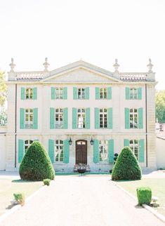 An elegant and chic perfume inspired bridal photoshoot in France. #destinationweddingideas #bridalphotoshoots