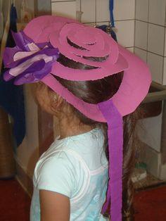 Zelf een hoed ontwerpen en modeshow houden- spiraal prikken/knippen