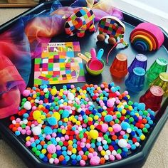 All about Elmer the elephant today so lots of colour! Zoo Activities, Nursery Activities, Toddler Activities, Colour Activities Eyfs, Baby Sensory Play, Sensory Bins, Multi Sensory, Tuff Tray Ideas Toddlers, Elmer The Elephants