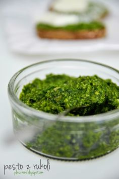 pesto z rukoli (arugola pesto) Pesto, Food And Drink, Herbs, Cooking, Ethnic Recipes, Narnia, Blog, Essen, Kitchen