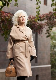 галина украинская - Google Search V Instagram, Advanced Style, Old Models, Style And Grace, Aging Gracefully, Silver Hair, Dame, Beauty Makeup, Raincoat