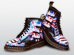 Custom Dr Martens - Comfort Made In England.There were only made of these a slightly different edition of 100 sold in Convent Garden only in surf all auctions,somewhere there's gotta be a pair for sale. Dr. Martens, Botas Dr Martens, Doc Martens Boots, Timberland, Union Jack, Custom Shoes, Sock Shoes, Shoe Box, Women's Accessories