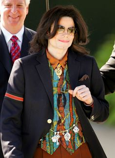 Michael Jackson Photos Photos: The Michael Jackson Trial Continues Michael Jackson Vivo, Michael Jackson Memes, Michael Jackson Wallpaper, King Of Music, The Jacksons, Hollywood, My King, Trials, Boy Bands