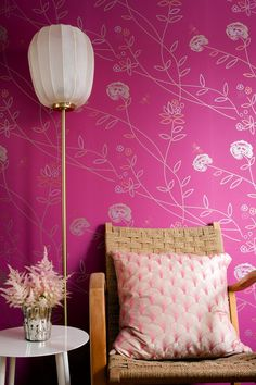 Vintage Flower Tapet from  Mimou. #wallpaper